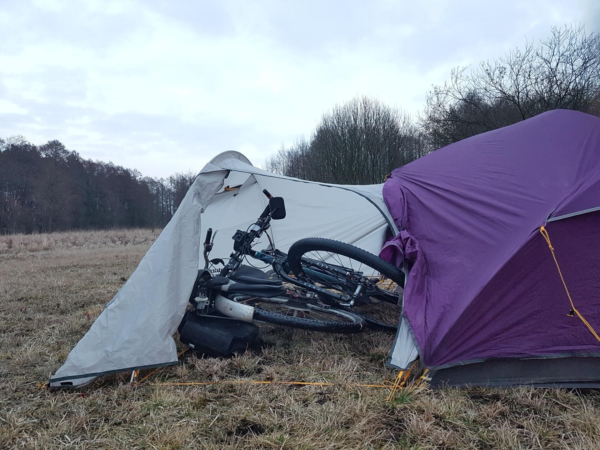 Namiot ultralight z możliwością schowania roweru Forum